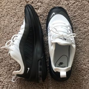 Brand new, never worn Nike Air Max Axis size 6